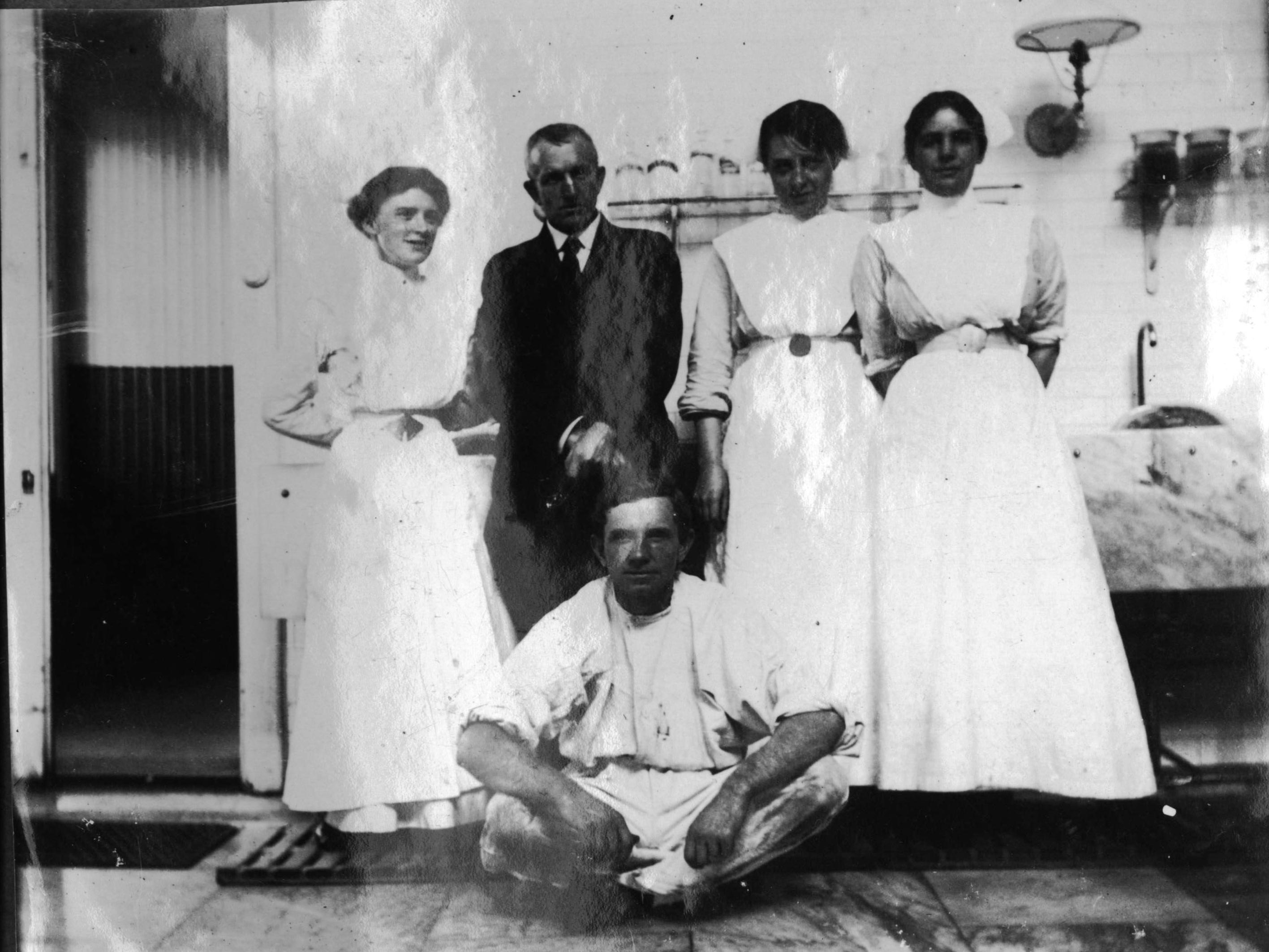 NURSE CLEMENTINA MARSHALL ON RIGHT SIDE OF SYDNEY HOSPITAL SURGEON DOCTOR FIASCHI INSIDE OPERATING R