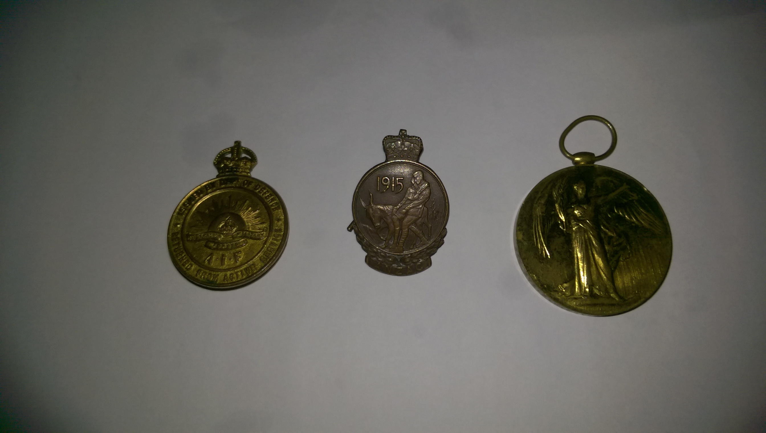 CLOSE UP OF GALLIPOLI & WW1 ANGLE MEDALS PRESENTED TO CLEMENTINA HAY MARSHALL NURSE WW1